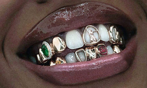 Woman with full mouth Grillz